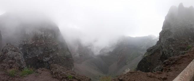 Vesuvius crater panorama-1024x428